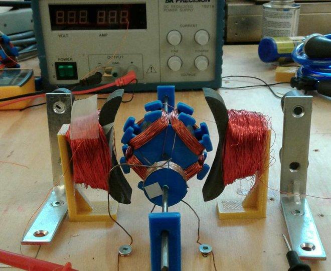 پرینت سه بعدی قسمتی از موتور مولد توسط یک تیم مهندسی در دانشگاه کارلتون در اتاوا