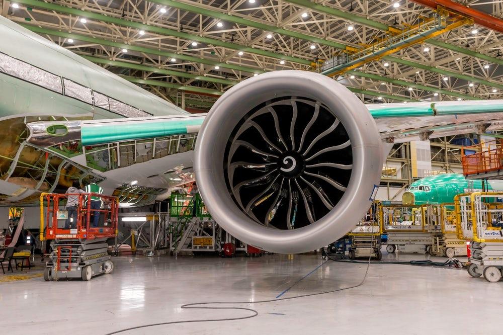 پرینت سه بعدی تیغه های توربین هواپیمای دو موتوره