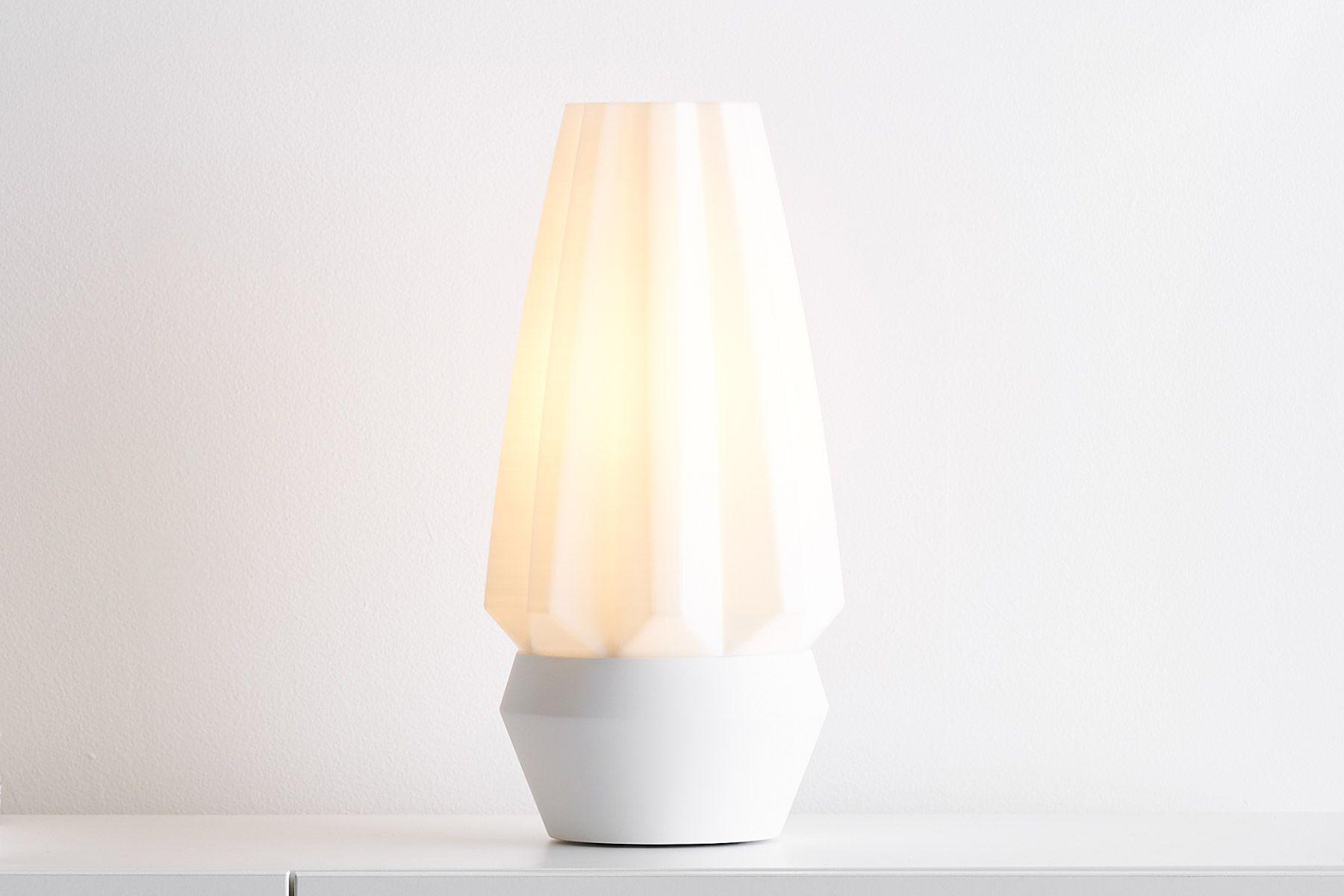 پرینت سه بعدی لامپ رومیزی