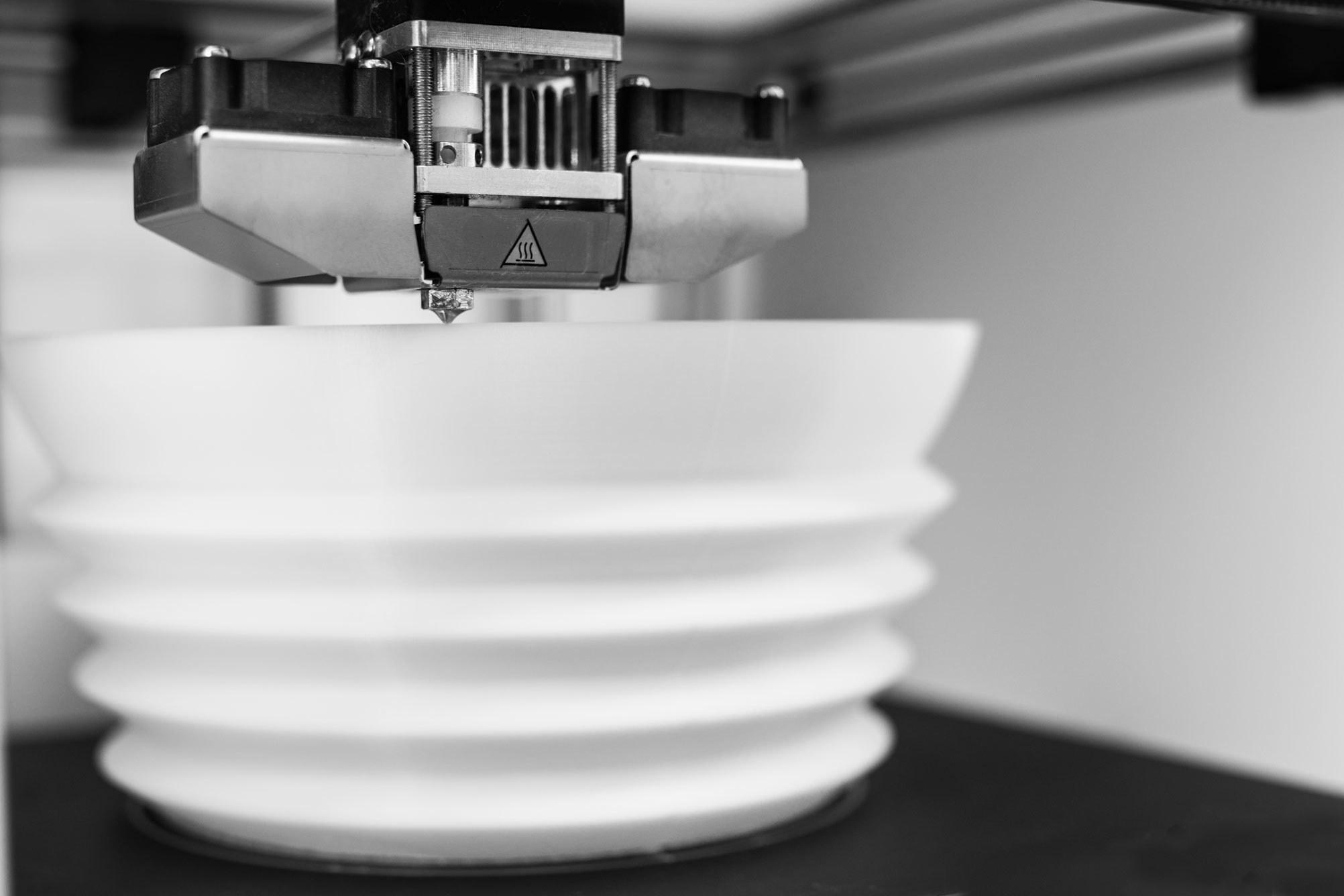 چاپ سه بعدی لامپ رومیزی