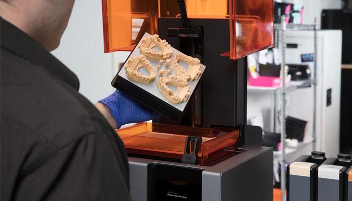 استفاده از تکنولوژی پرینت سه بعدی در صنعت دندانپزشکی