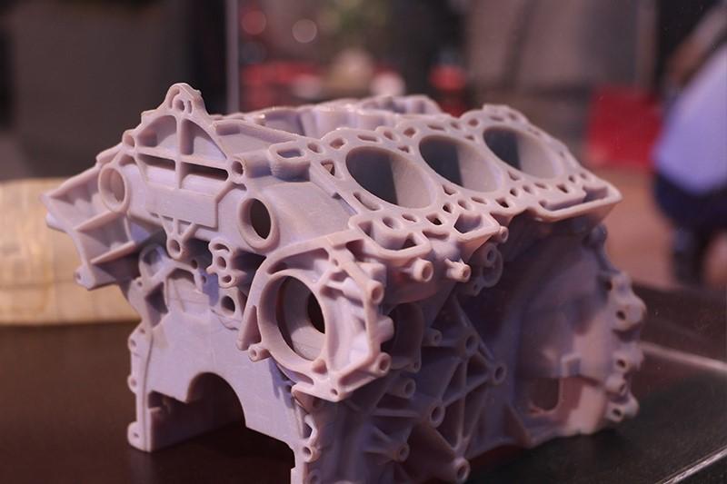 توسعه بدنه موتور ۶ سیلندر با استفاده از تکنولوژی پرینت سه بعدی PolyJet توسط گروه آیدیزاین