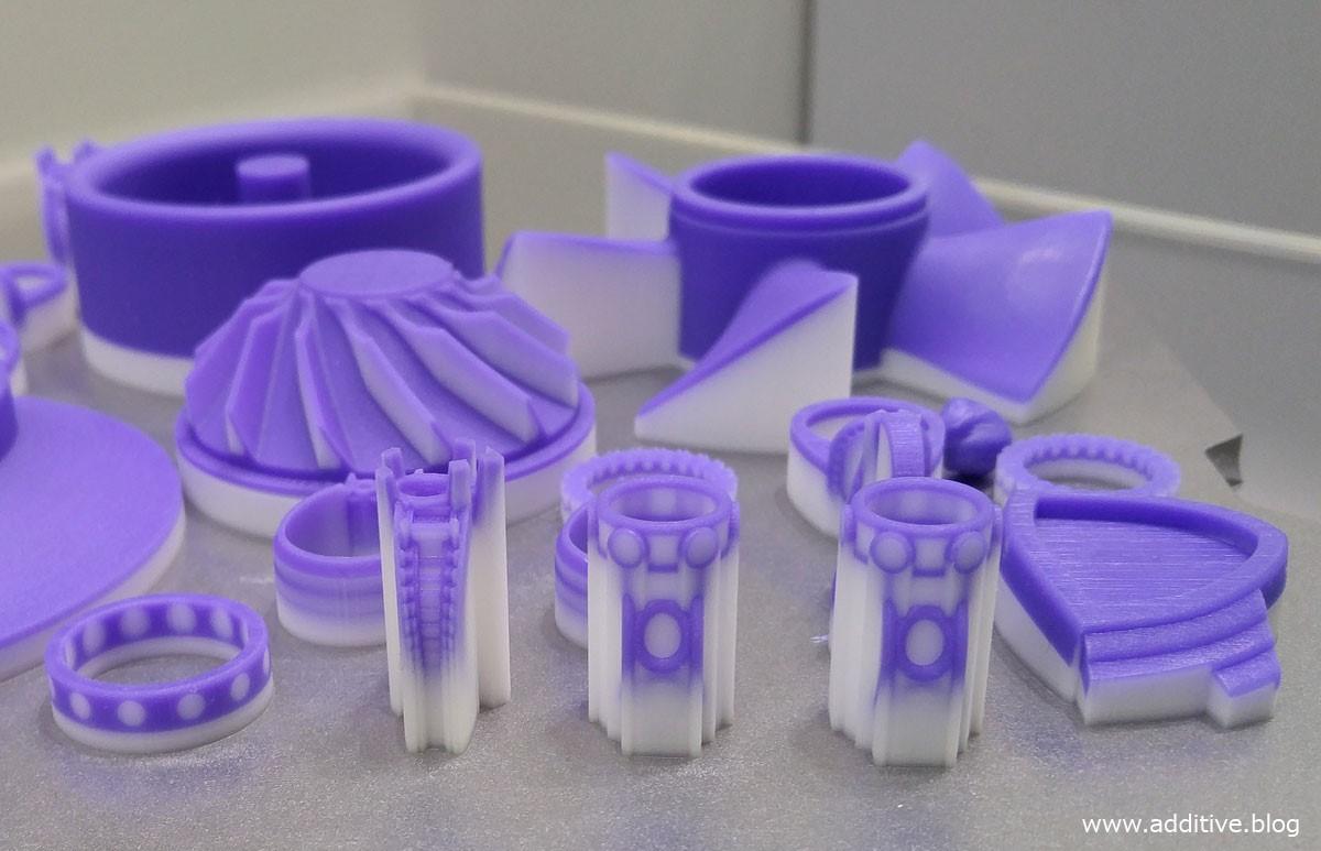 نمونه قطعات همراه با ساپورت گذاری ساخته شده به روش پرینت سه بعدی Polyjet