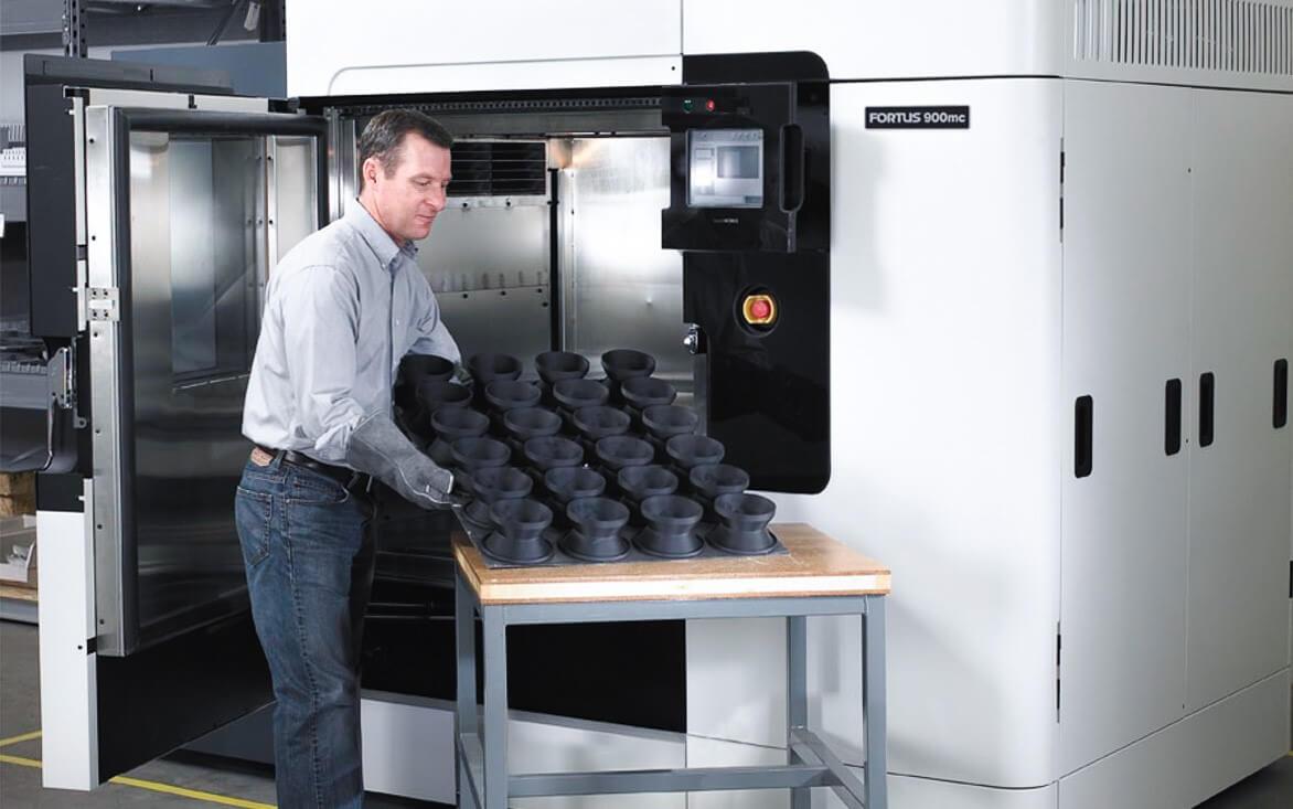 یک پرینتر سه بعدی صنعتی اما گرانقیمت و با قیمت تمام شده قطعات بسیار گرانقیمت